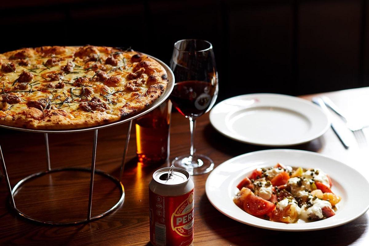 Best Lygon Street Restaurants Leonardo's Pizza Palace