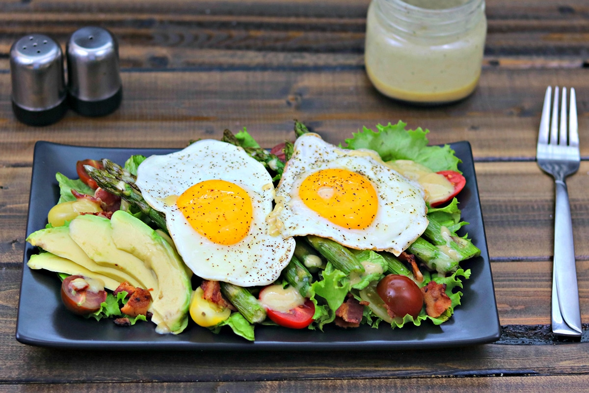 breakfast blt salad with bacon, avocado, tomato and eggs