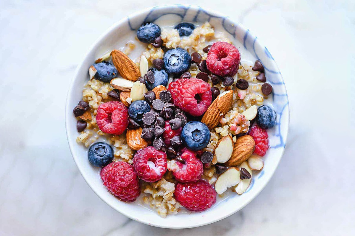 egg white oatmeal with fruits
