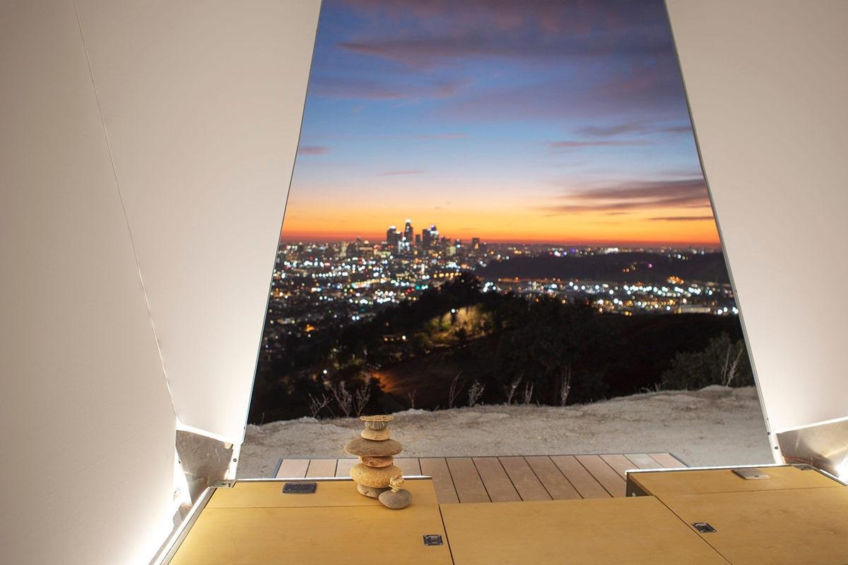 Jupe Urban cabin overlooking city view