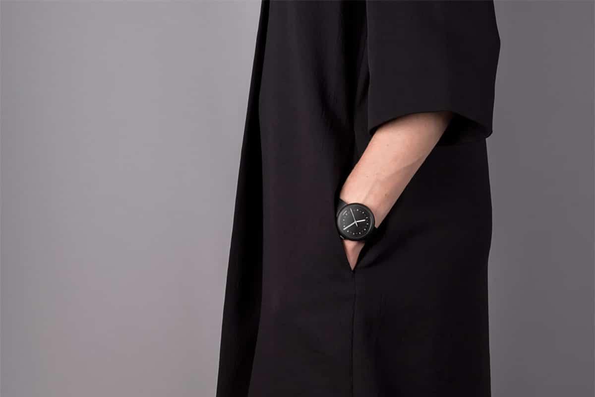 Objest Hach V black watch