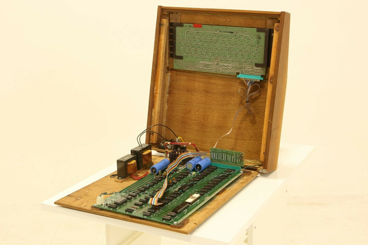 Original Apple Computer for $1.5 Million insideparts