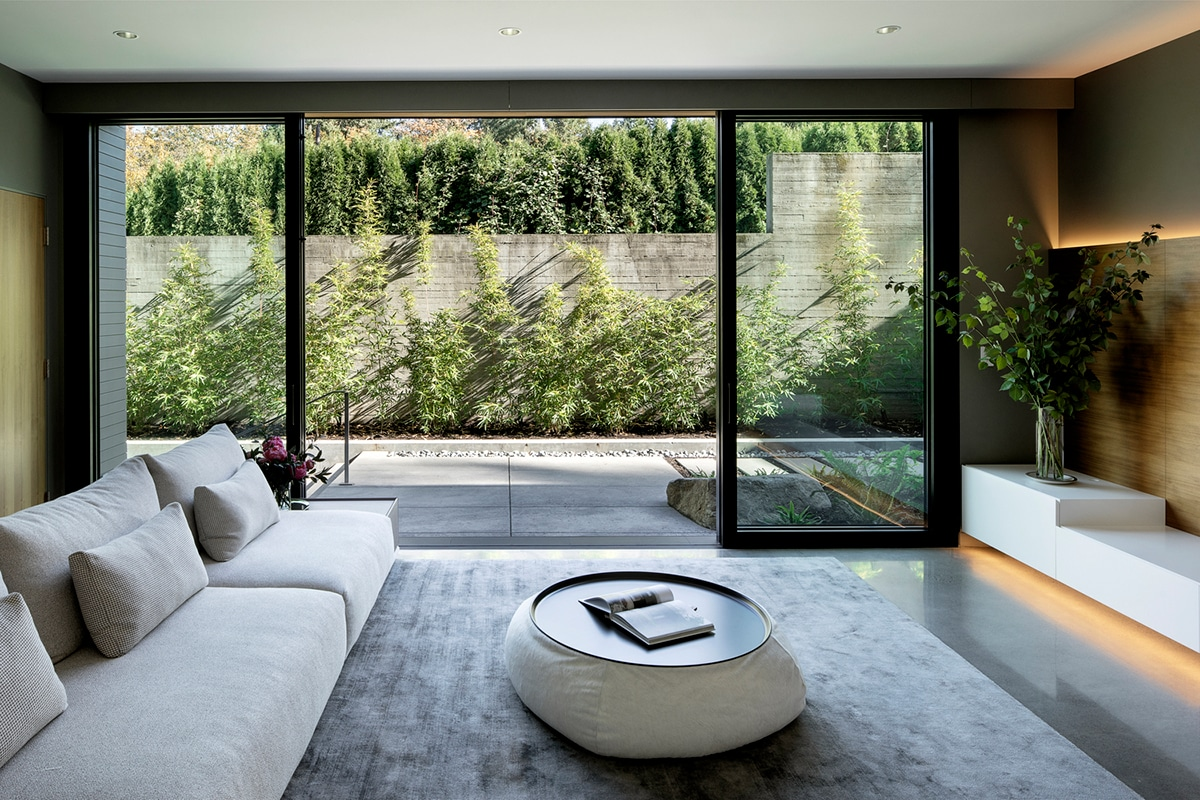 Glass link house 12