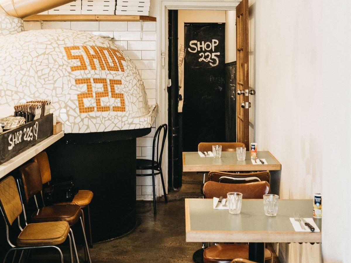 shop225 pizzeria interior