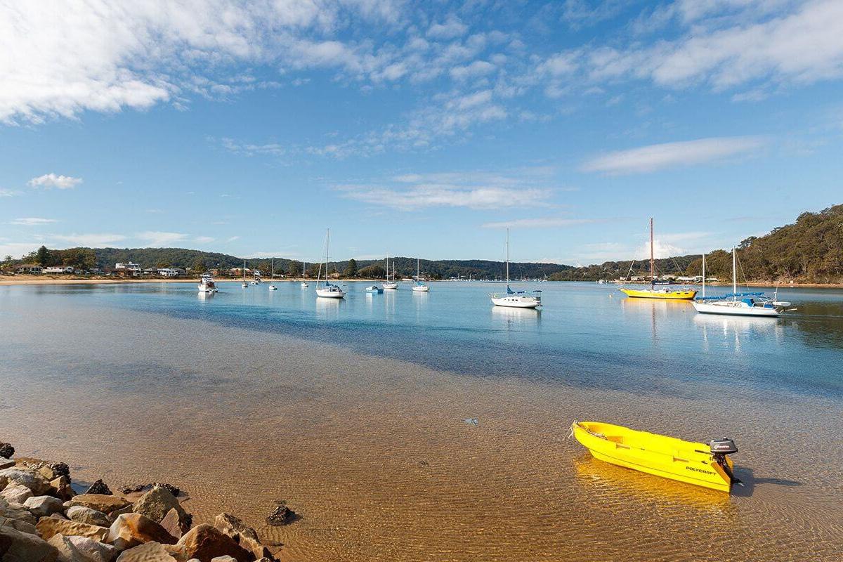 boats on the ettalong beach