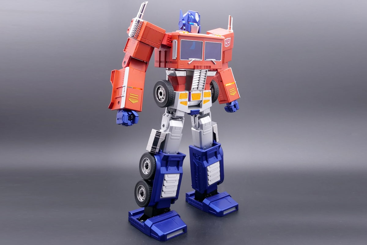 Hasbro self transforming optimus prime 1