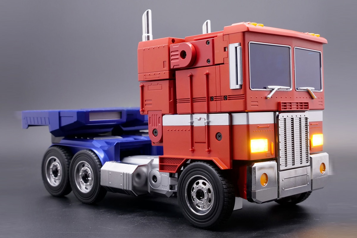 Hasbro self transforming optimus prime 2