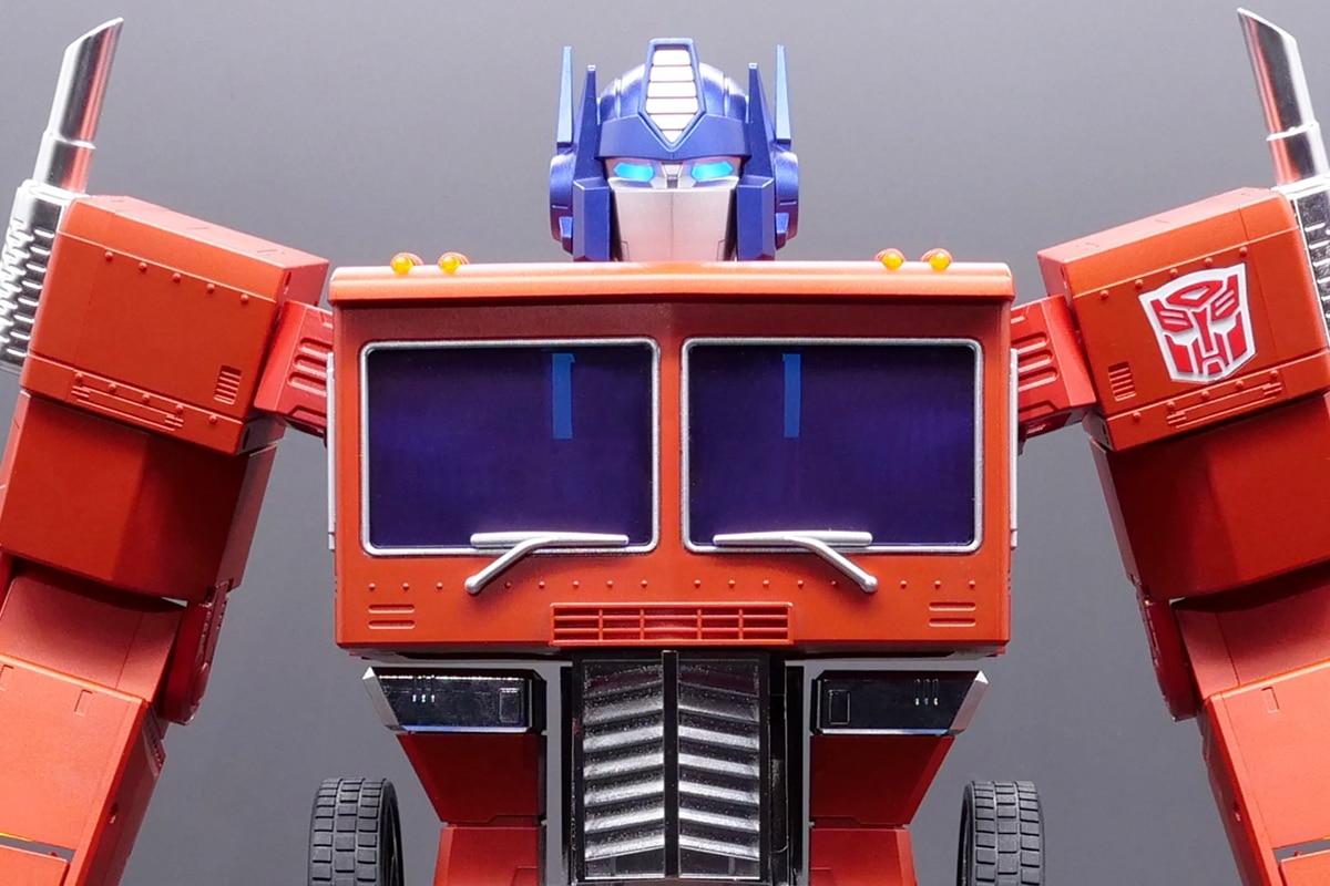 Hasbro self transforming optimus prime 4