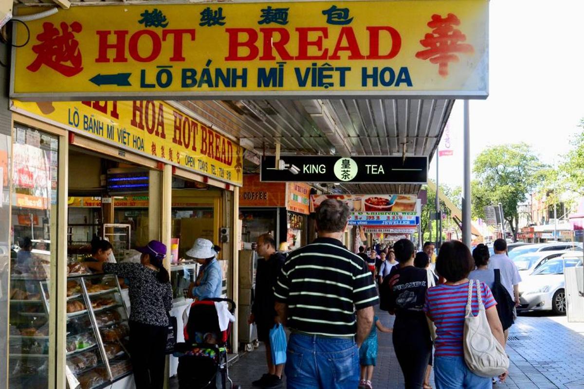 viet hoa hot bread street view