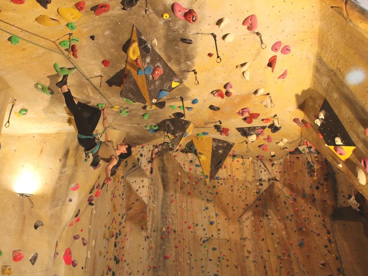 indoor hardrock climbing