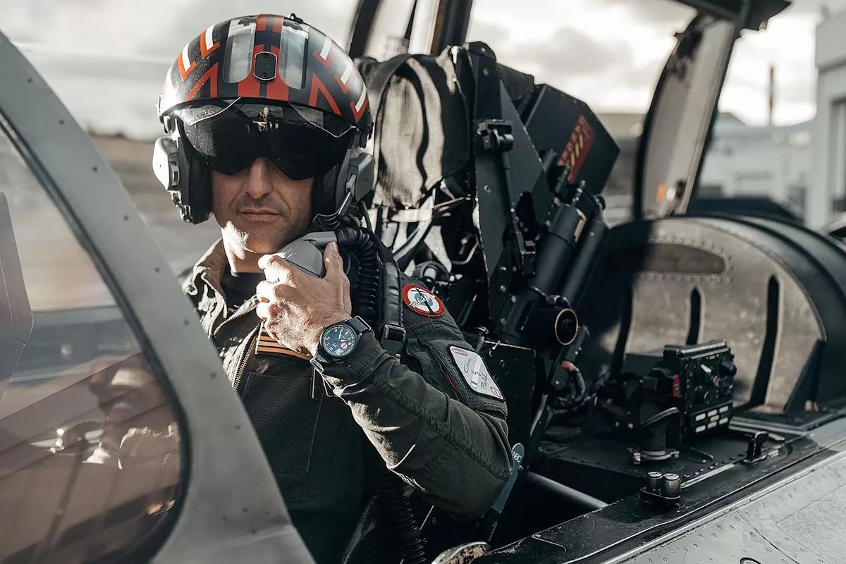 5 bugatti chiron fighter jet race