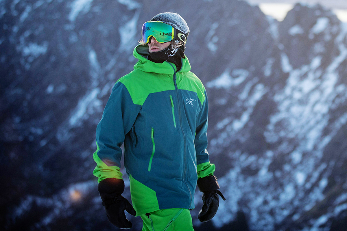 15 Best Ski Jackets for Men this Snow Season