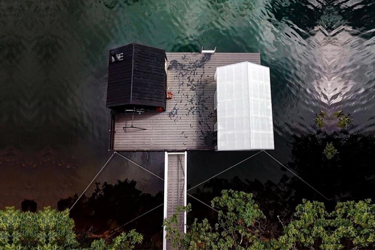 Floating sauna 1