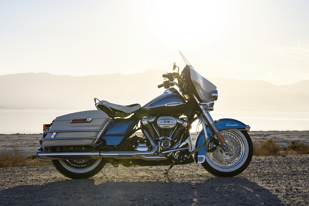 Harley davidson electra glibe icons collection in the sun