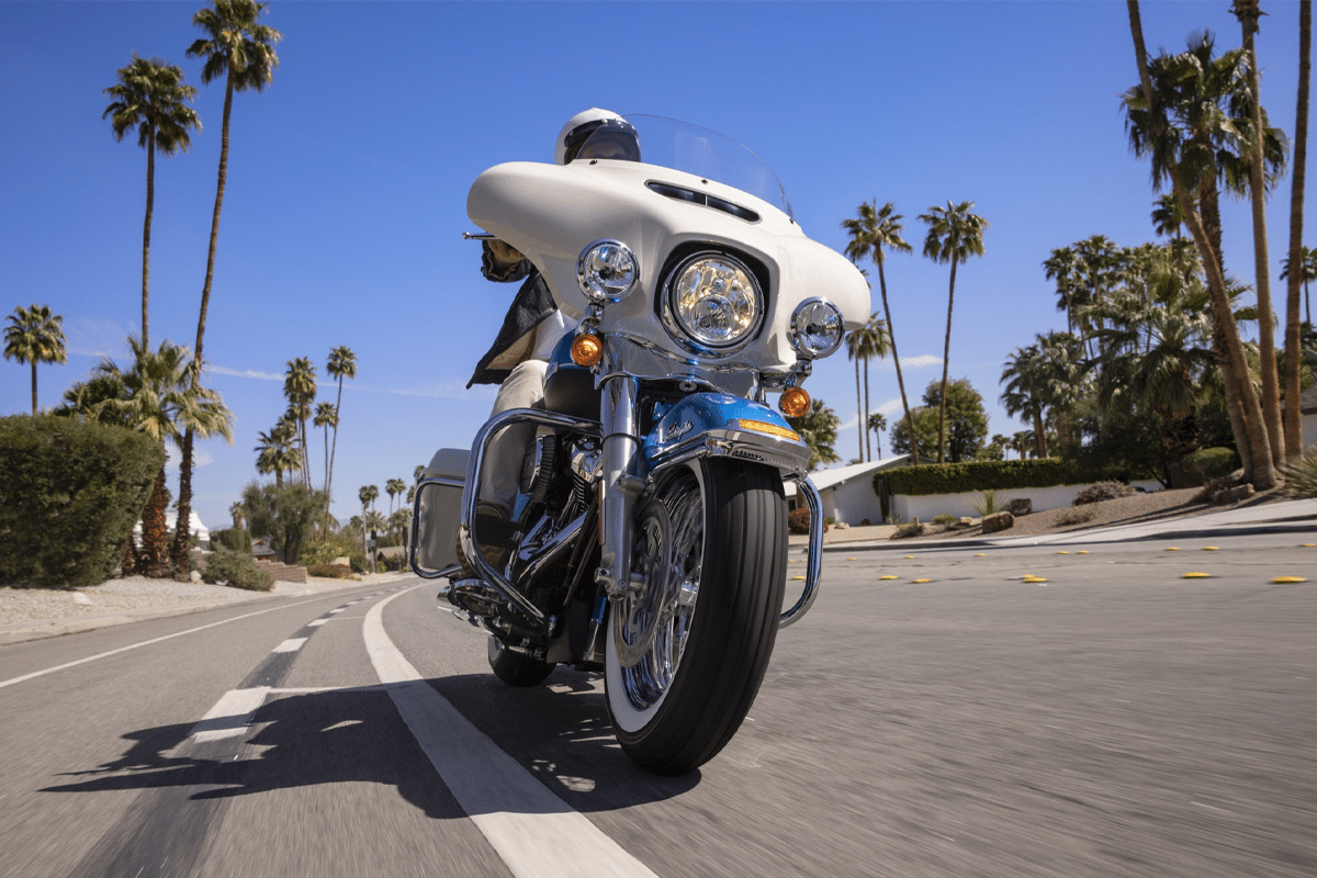 Harley davidson electra glibe icons collection turning on the street