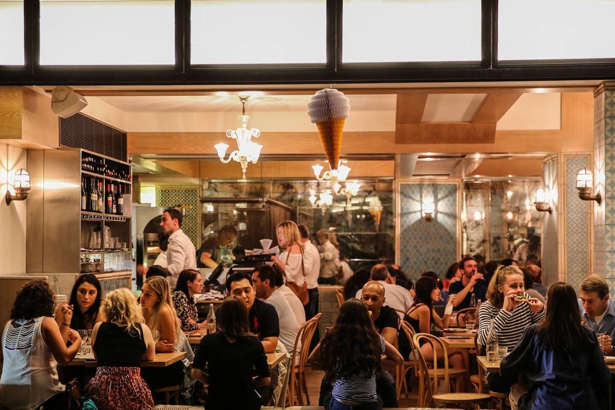 pompeis restaurant interior