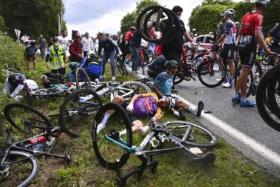 Tour de france crash 1