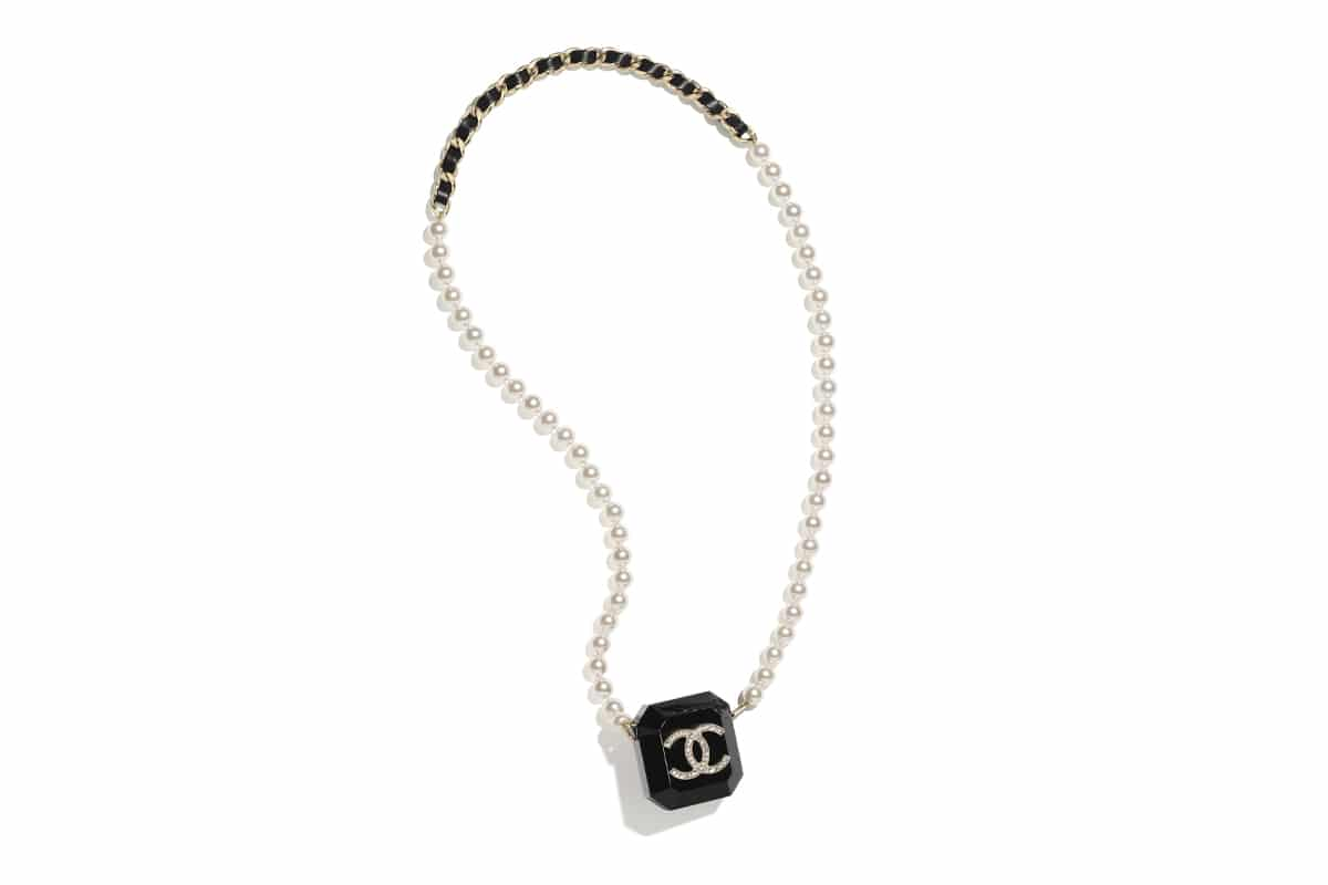 Chanel airpods necklace 1