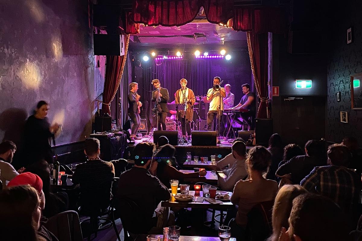 live jazz concert at the vanguard