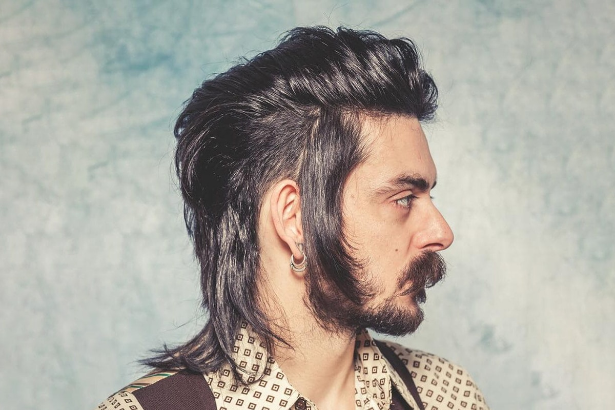 feathered mullet hairstyle for men