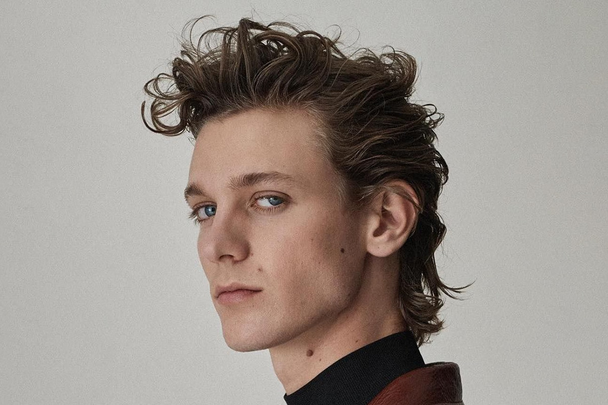 wavy mullet hairstyle for men