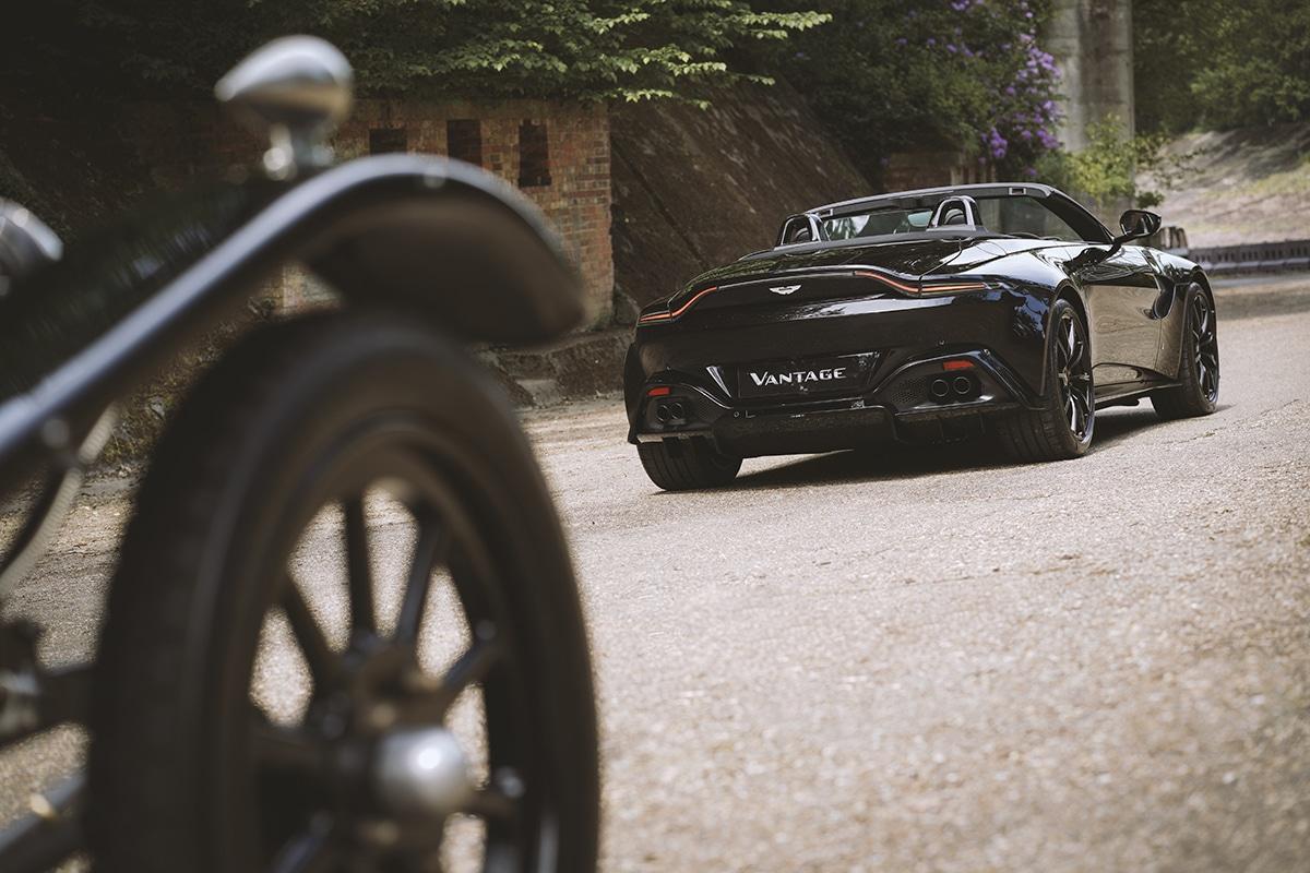 Aston martin vantage roadster a3 4