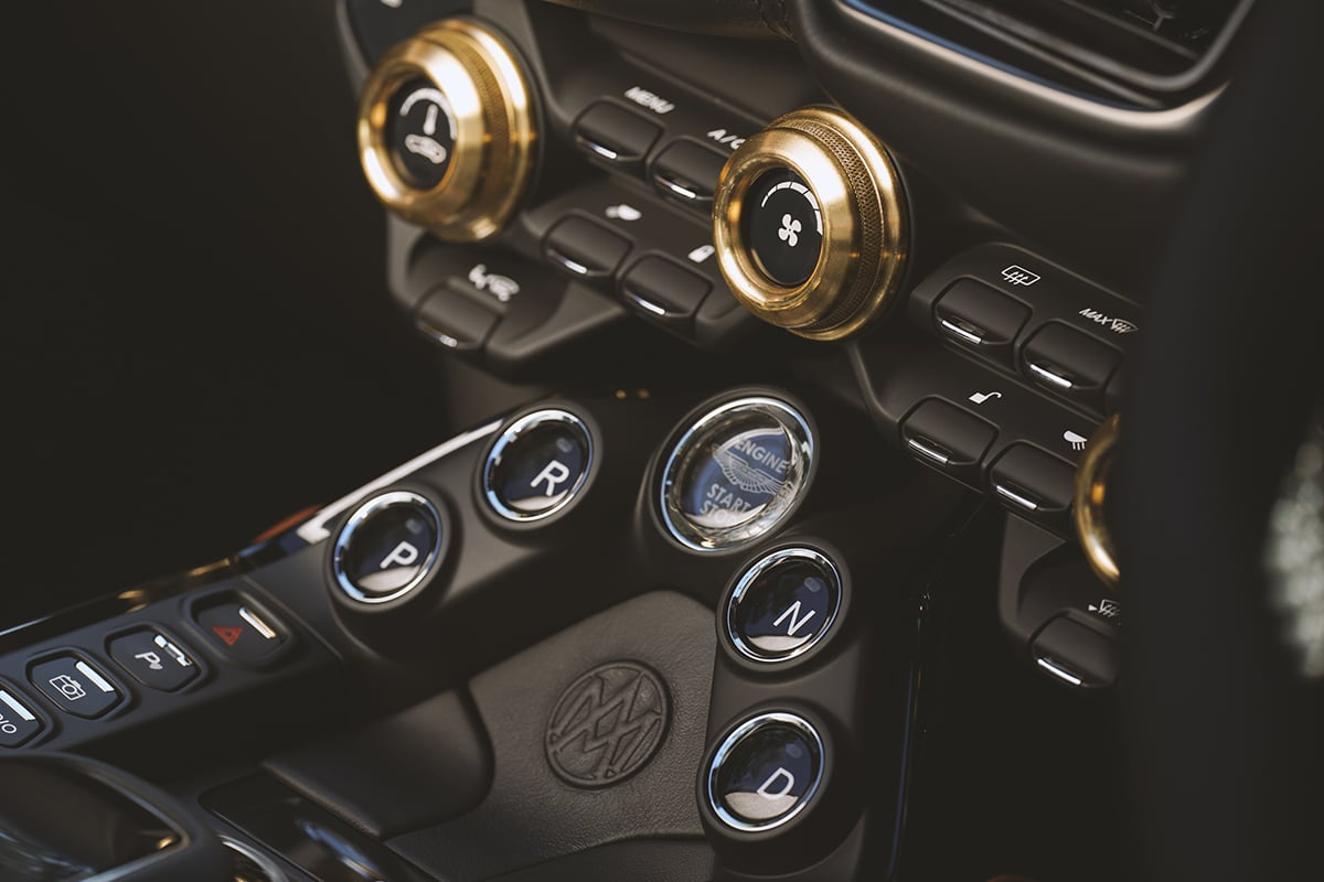 Aston martin vantage roadster a3 8