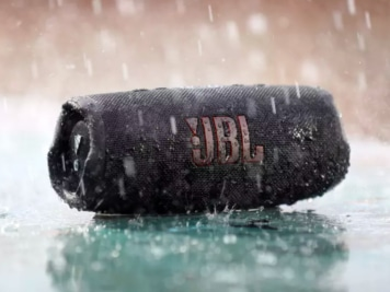 JBL Charge 5 Speaker Can Party Underwater