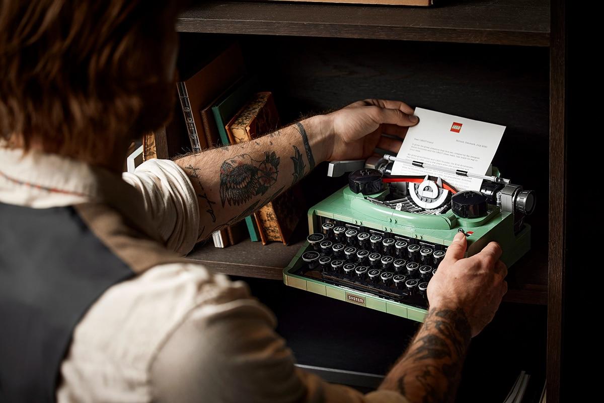 Lego typewriter 7