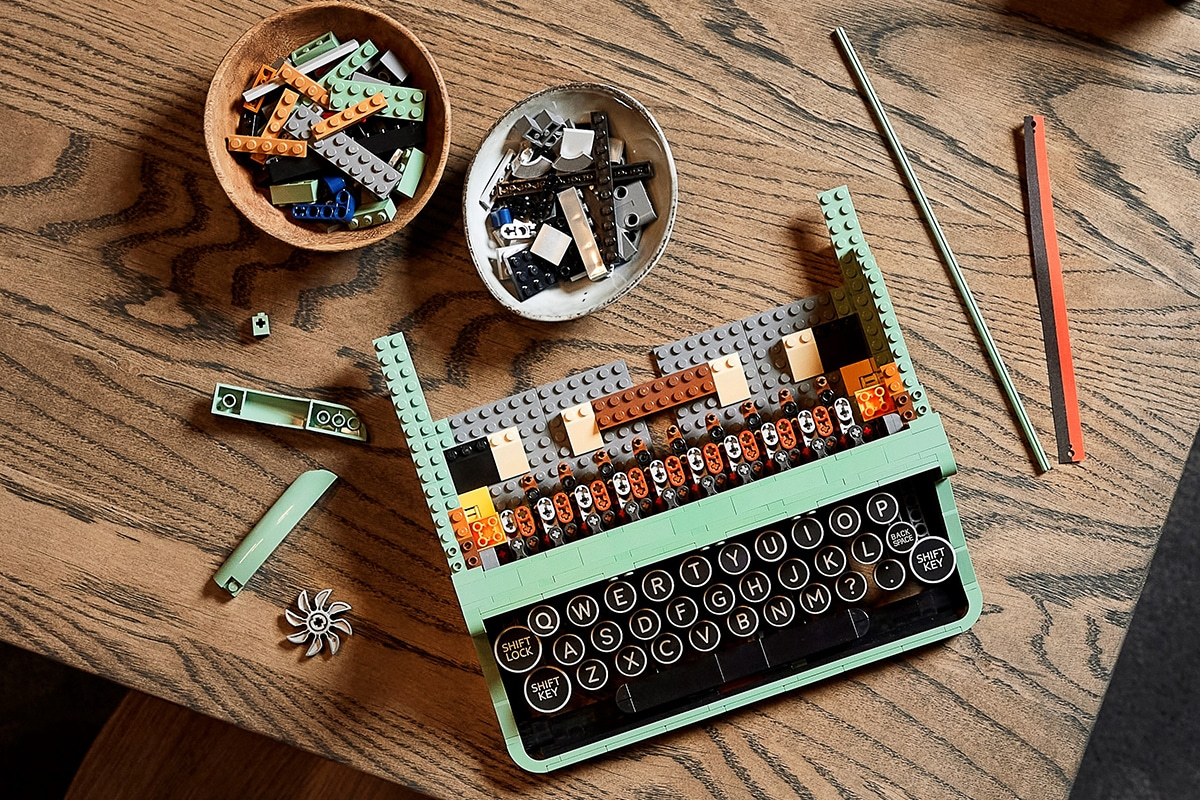 Lego typewriter 8