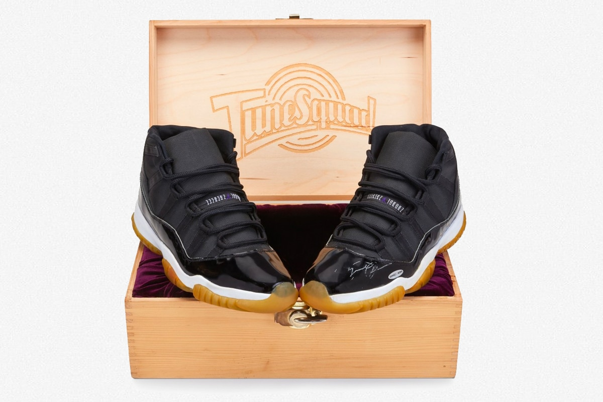 Michael jordan space jam shoes 1
