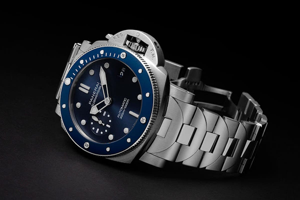 Panerai unveils the first submersible 42mm with a metal bracelet