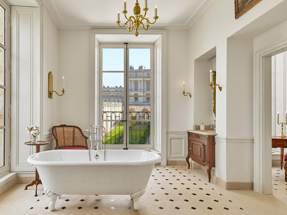 Stay at the palace of versailles 7