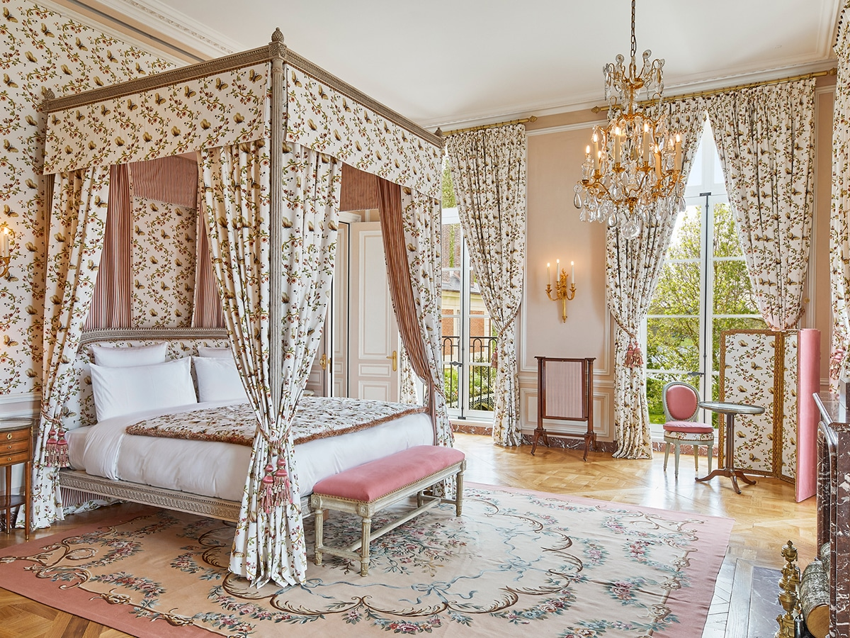 Stay at the palace of versailles 8