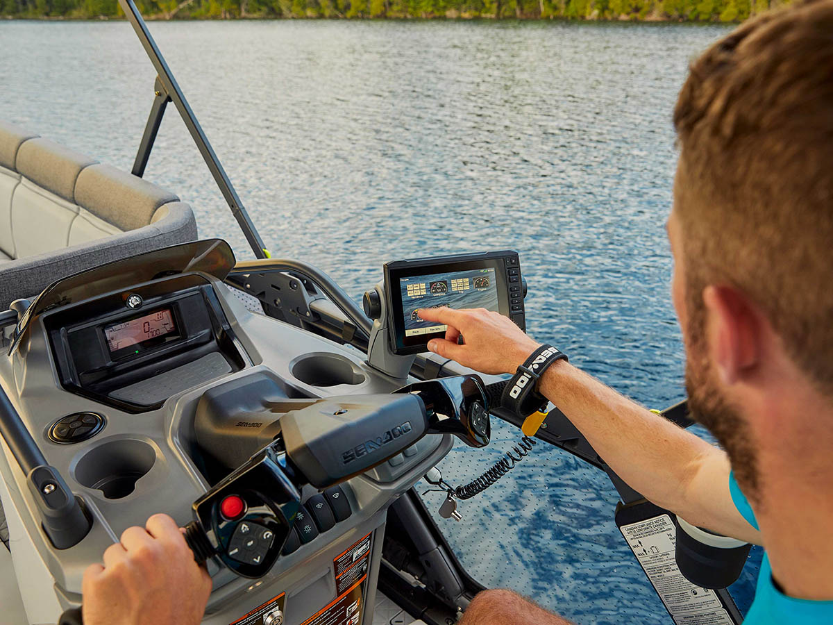 2022 sea doo pontoon driverarea