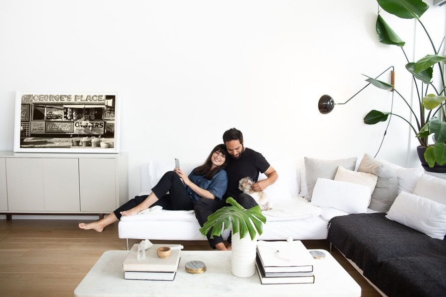 couples image on depict digital canvas