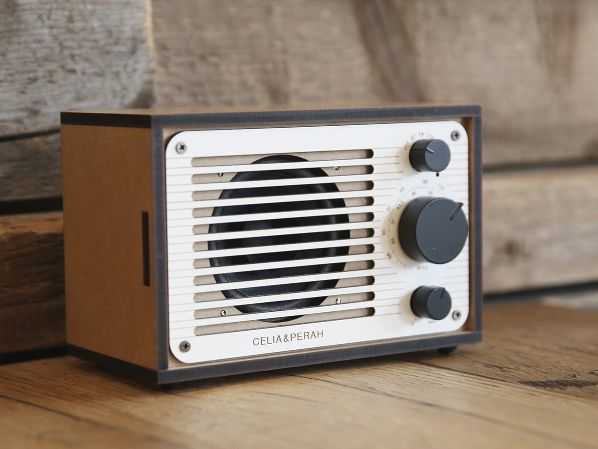 celia perah diy bluetooth classic radio on the table