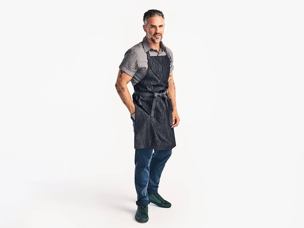 man wearing hedley bennett the essential apron jack