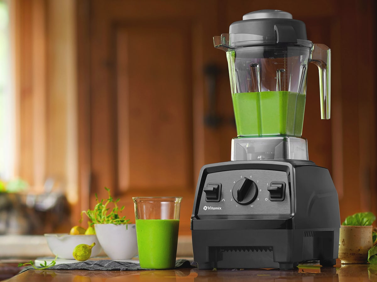 vitamix e310 explorian blender with healthy green smoothie
