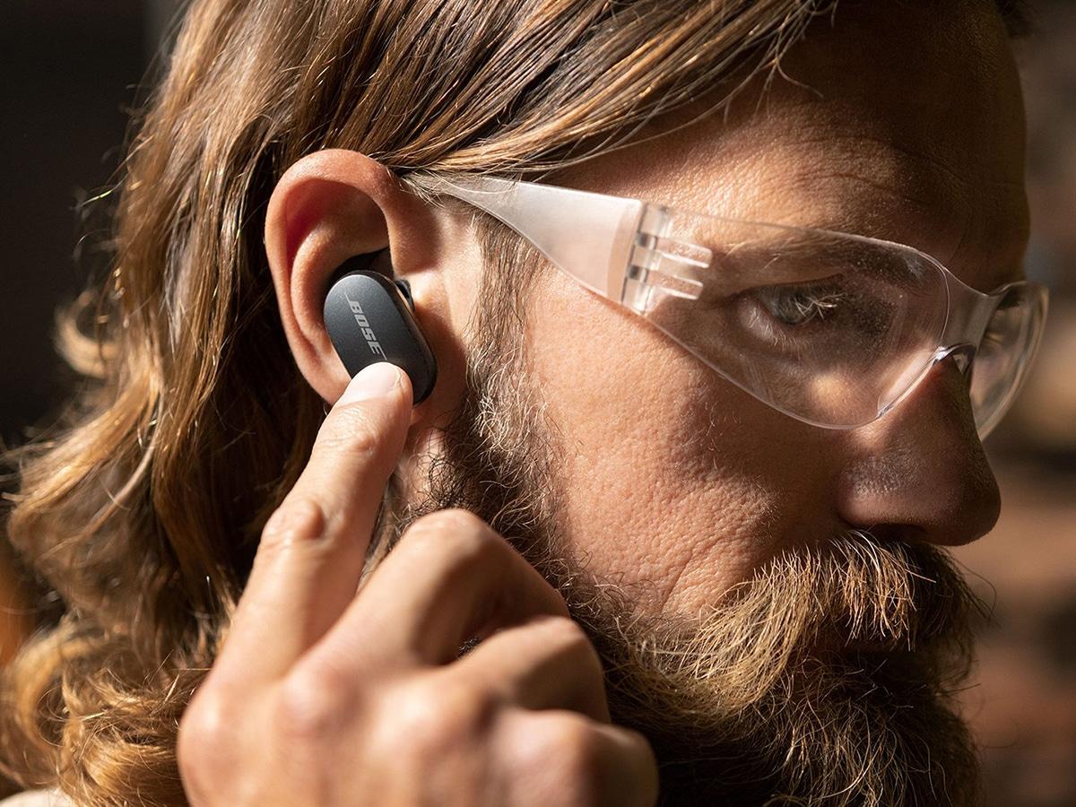 man wearing earbuds bose quietcomfort