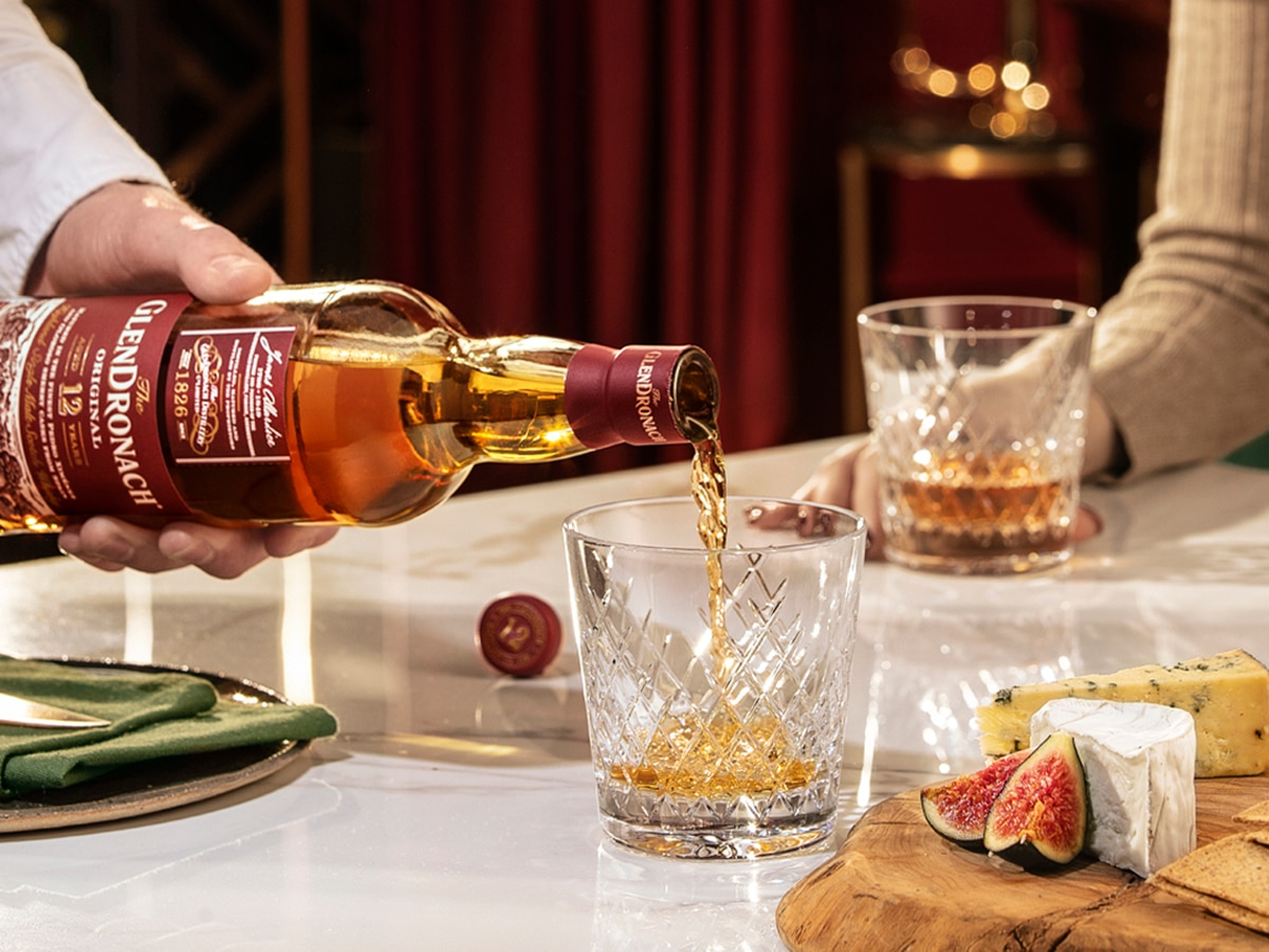 man pouring the glendronach 12 year old whisky in glass