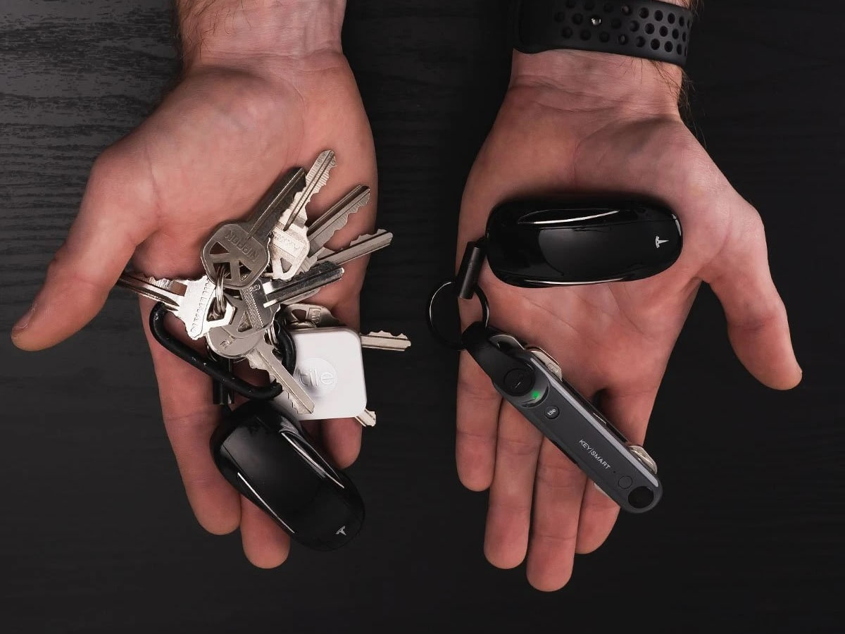 man holding keysmart max with built in tile tracker and keys in hands