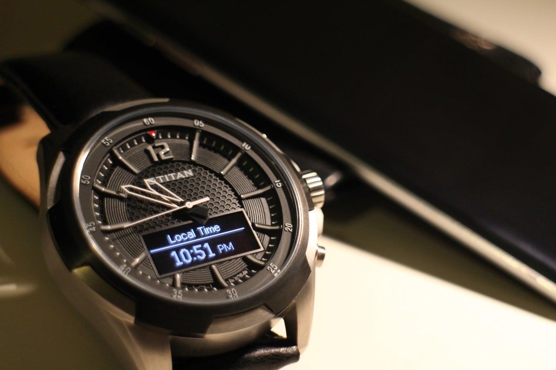 titan juxt watch front