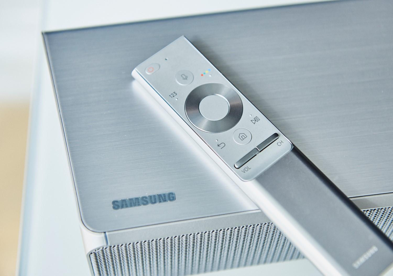 samsungs sound and soundbar remote on the speaker