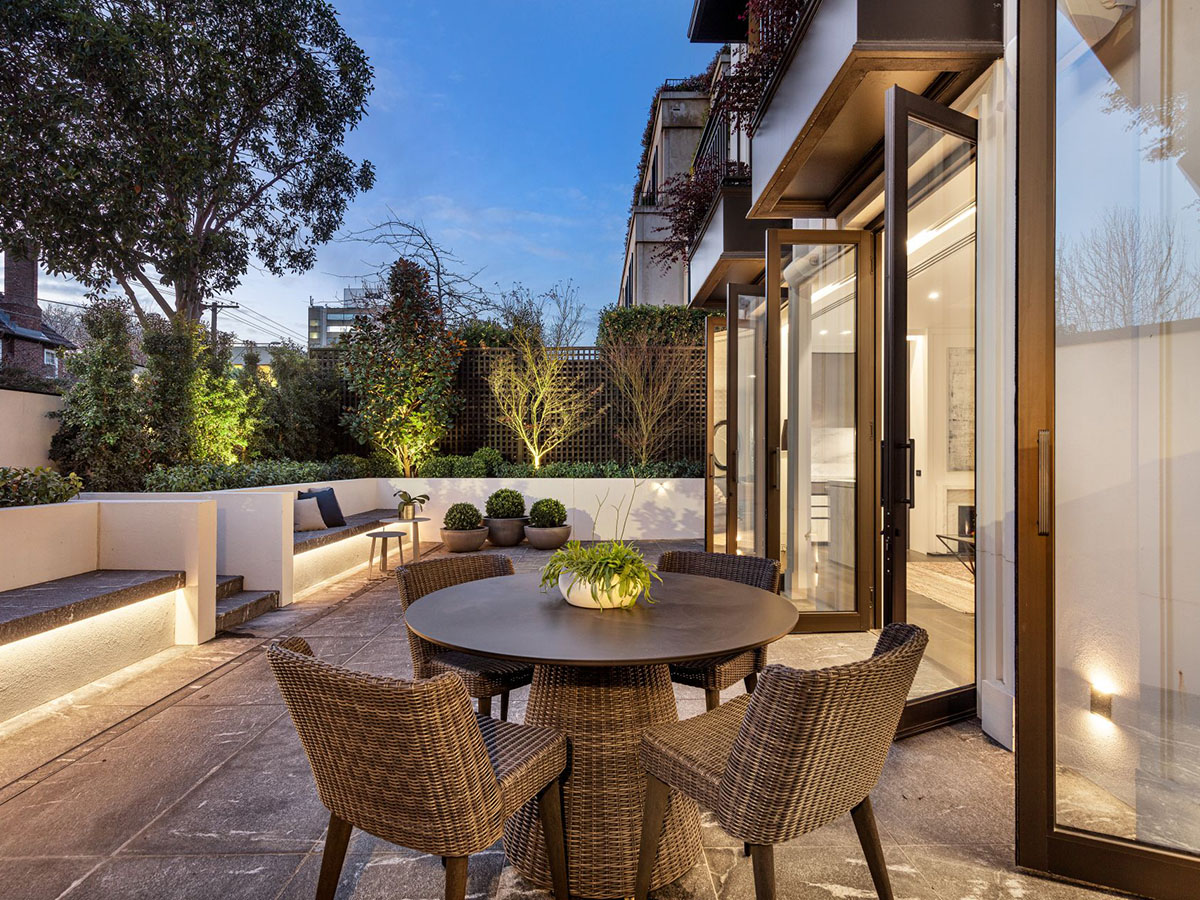 Toorak house balcony