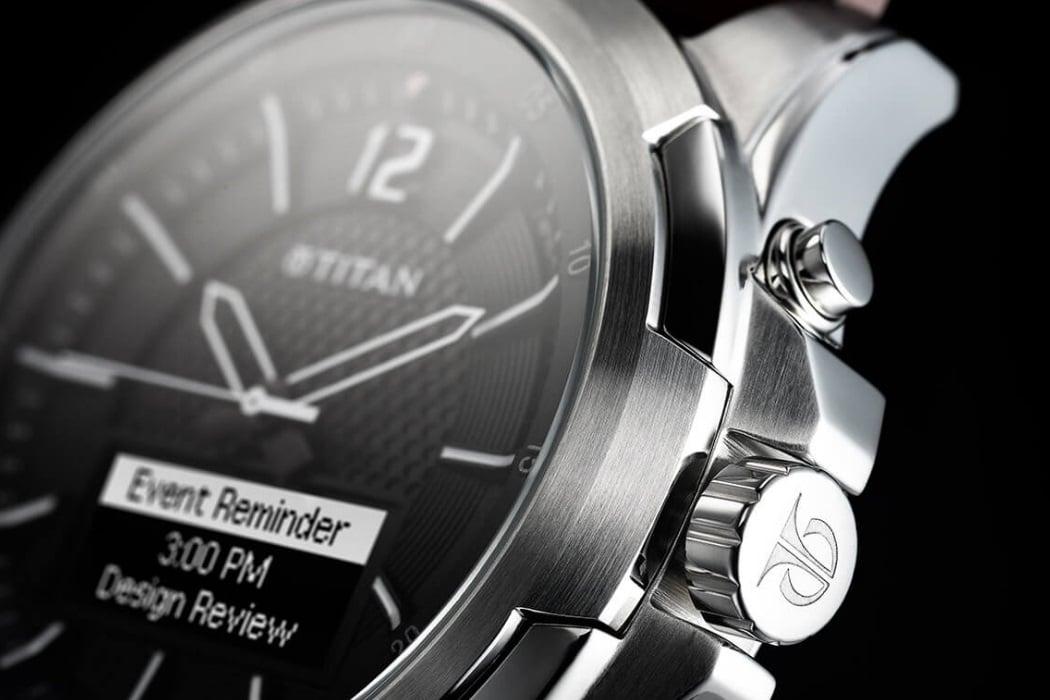 titan juxt watch side design