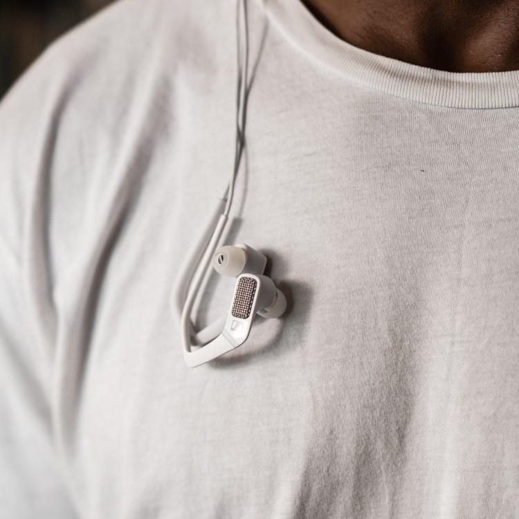 sennheiser ambeo smart headset Hanging on the neck
