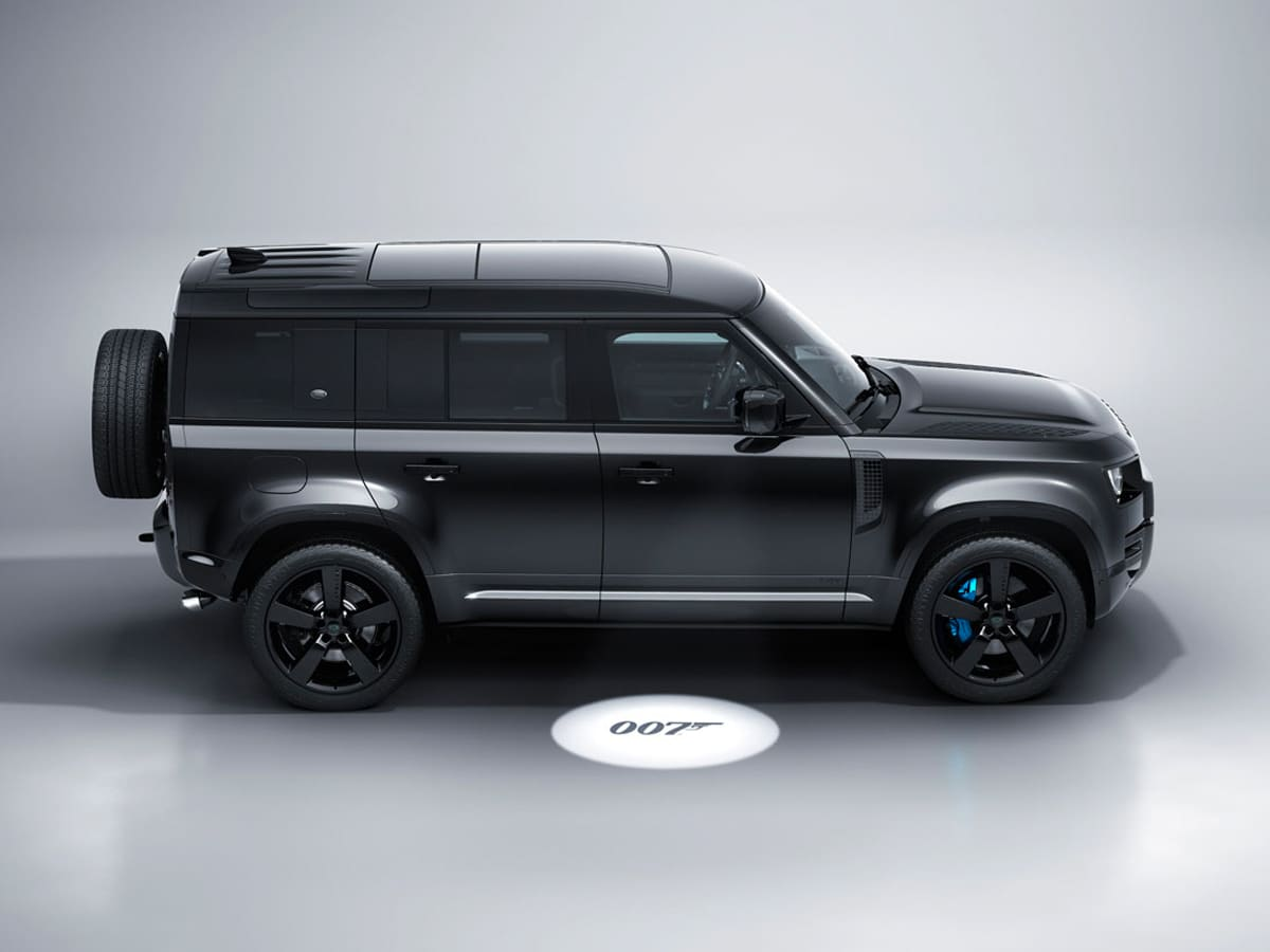 4 land rover no time to die defender
