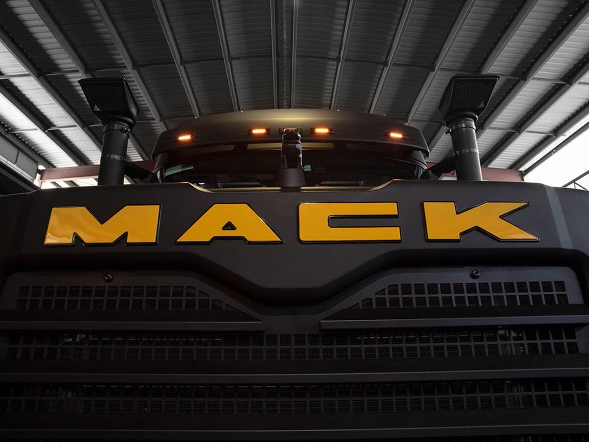 Mack trucks x drizabone super liner semi mack