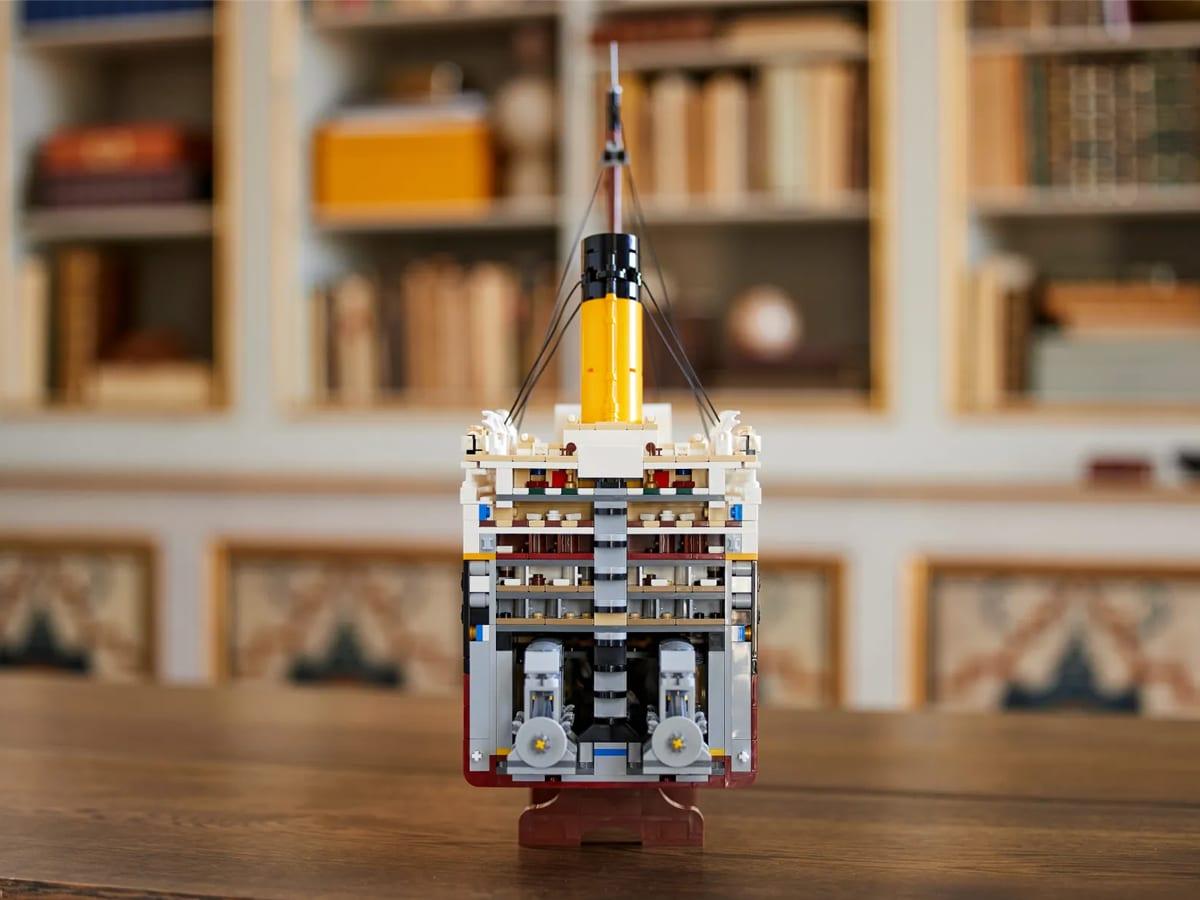 Lego titanic 8